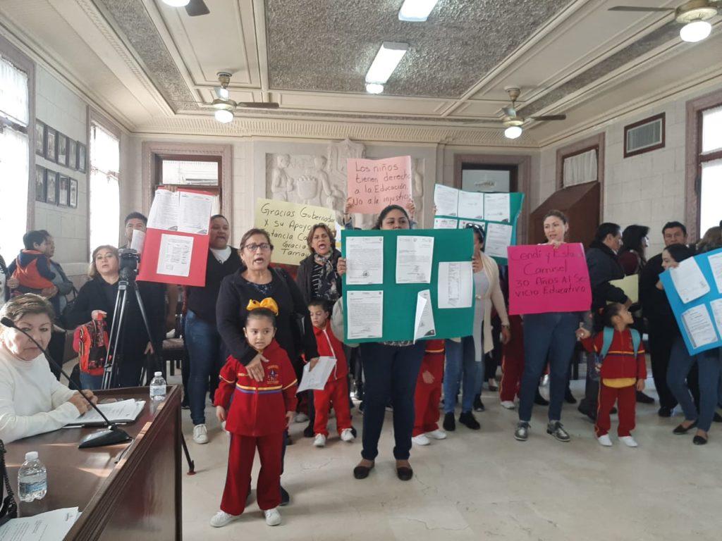 Protestan ante Chucho Nader los niños de kinder clausurado en Tampico
